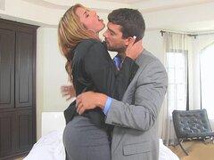 Ramón fue a ir echa una casa y conocer a su agente allí. Una vez llegó a la casa, el agente fue Anita Toro, y miraba super sexy. Un pedazo de culo caliente fue leerlo fuera de la falda. Ramón había extraído de la casa y le preguntó si ella podría ser part