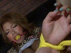 Mamada caliente chisporrotea de Asia caliente. Darling asiático da un electrizante polla chupando sesión