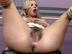 Hermosa rubia putita Bree Olson obtiene su sucia y mojada concha peluda follada duro