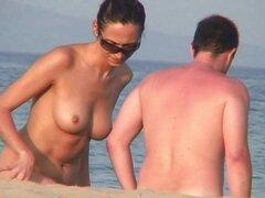 Morena de coño depilado Spy Nude Beach