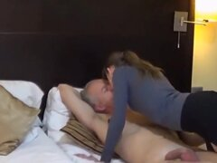 RSI aller i fick mit einem usuario, Beim ersten pornodreh mit einem. Usuario legt sie sich así richtig ins zeug um ihren freund der hinter der kamera ist así richtig eifers chtig zu machen.