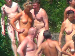 Escena caliente voyeur de playa nudista