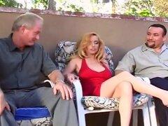 Kiki Encina rebota en la polla delante de su marido, marido de esta esposa sexy, Alex, se pone totalmente en viendo su esposa fuck otros hombres - ver su reacción, como su esposa obtiene clavada por la famosa pornstar, Dick Nasty!