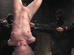 Chick Rubia brutalmente obtiene Gangbanged en BDSM Video