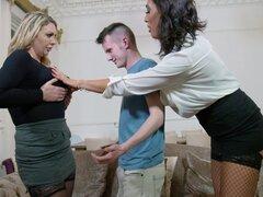 AVA Koxxx con Leigh Darby dando mamada caliente Sam Bourne en ffm porn - Ava Koxxx, Leigh Darby, Sam Bourne