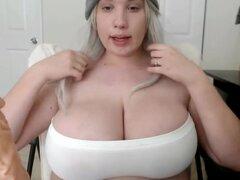 GIGANTESCAS tetas BBW adolescente chica chupando un dildo pt uno