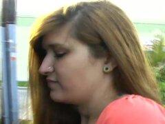 Malani puede gordita gime ruidosamente mientras follada en clip POV