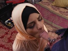 Arabe amateur POV pussyfucked llevar de hajib