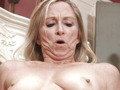 Mamá recibe su anal creampied