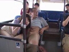 Chica que se reunió con el abuso sexual en bus