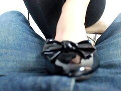 Joven profesor Footjob pisos y pies descalzos