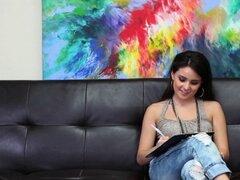Tanlines latina folla en el sofá de casting x. Tanlines latina jodido y digitación en su sofá de casting x audition