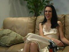 Victoria Sin obtiene orgasmos múltiples en una escena con una máquina de follar