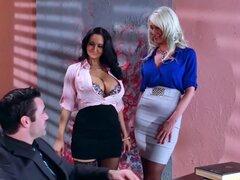 Descrito a trío Sexy Video en la oficina
