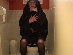 Viejo folla el infierno fuera una monja - Telsev