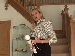Señora madura británica adúltera que Sonia hace alarde de su señora mujer casada bisexual graves de kn. grande que Sonia juega con su dedo y hooters monstruo folla vagina delgada en ropa interior