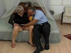 Mom vieja loca obtiene corridas sexo