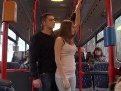Sexo público en el bus público con Bonnie