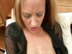Mujer flaca masturba luego cummed en
