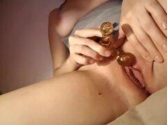 Esposas video casero con mi esposa jugando con sus juguetes sexuales, en este video casero esposas mi esposa fantasías sobre tener sexo salvaje conmigo mientras ella rellena su sexo preferido juguetes profundo dentro de su manguito. Acción increíble, debo