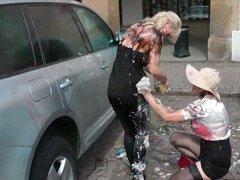 Batalla de lío en la plaza principal con sizzling hot milfs lesbianas