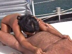 Mamada profunda amateur en el barco