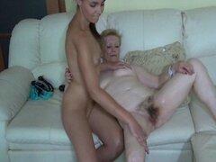 Viejo maduro y joven dildo lesbiana