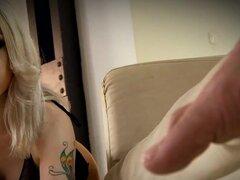 Juegos anales doble, Isabella Clark propone no más bajas que para ser la reina del sexo anal y maldito, ella está en el camino correcto para lograrlo. Esta belleza no conoce límites cuando se trata de sexo a tope y ella empuja los límites aún más. Doble a
