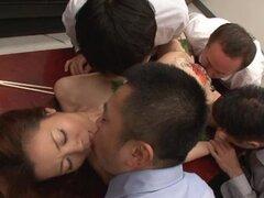 Chica asiática es follada como una ensalada