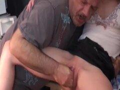 Extreme fisting adolescentes por un anciano pervertido
