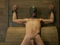 Chico gay es atado para arriba y para la acción principal caliente