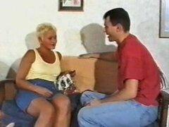 Christine - abuela británica madura caliente follando a chicos jovenes