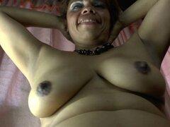 Madre madura amateur de Latina y su coño peludo