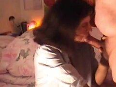 Bettina mamada, mi esposa, Bettina chupando mi enorme polla en diferentes posiciones. Ella mantuvo que me pide para empezar a trabajar en nuestra colección de videos de sexo casero hecho y esta mamada de video fue el primer video.