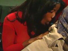 Negro chica Vanessa azul traga una carga, un grupo de porno de la Comisión de productores porno cachondas star Fox de St Julian para ellos adquirir a algunas señoras para una próxima sesión de porno. Julian, siendo el espárrago que es, se echa a perder po