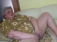 Gris abuela se masturba con jalea Dong. Gris abuela viejo folla su coño mojado con un dong jelly