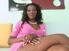 Nyomi Banxxx obtiene su culo negro lamida y follada profunda