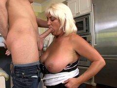 Dana Hayes es mamadora de verga pro