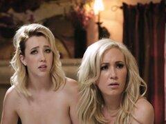 Chicas Abigail Samantha y Hillary tener sexo lésbico impresionante. Chicas Abigail Samantha y Hillary teniendo sexo lesbico impresionante