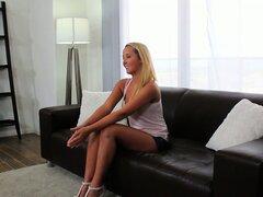 Casting Couch-X Florida rubia de la playa en shorts de mezclilla apretado sexy folla en vivo