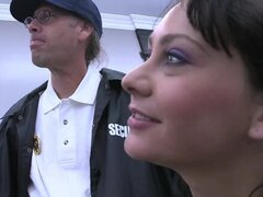 Coño jugoso morena flaco refinado por guardia de seguridad hardcore - Jessica Valentino