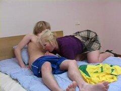 Rubia mama con hijo