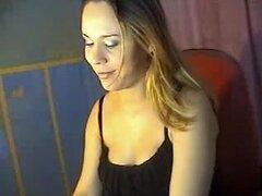 Chica caliente tiras para mi en webcam vid. Puta adolescente embarazada caliente con un cuerpo sexy dando me un heck de un espectáculo de sexo webcam privadas. Ella comienza con un striptease caliente antes de que comience a jugar con su dulce diversión m