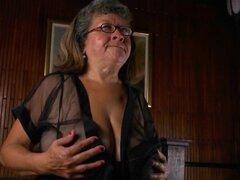 Brenda de la abuela se folla ella misma