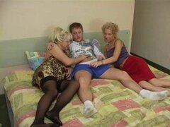 Trío y las mujeres maduras rusas