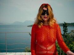 Jengibre niña en vestido largo rojo obtiene coño peludo Creampie en piscina