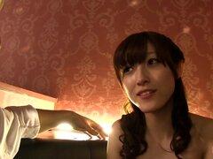 Kanako Ioka viste linda ropa interior mientras que monta la erección de un hombre - Kanako Ioka