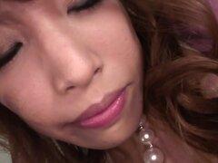 JavHd Video: Aya Sakuraba, encontrar algún polluelo atractivo y darle un poco de vino - ¿qué consigue? Vino hace milagros a las mujeres alrededor del mundo, y el más listo de los hombres sabe cómo usarlo. Aya Sakuraba tiene todo relajado después de tener