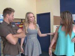 Adolescente real amateur folla por dinero en una programa de televisión de realidad