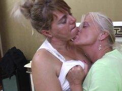 Gime como abuela madura lesbianas coño jugoso obtiene lamido - Kataline, Shery, Maxima, o Enrica.